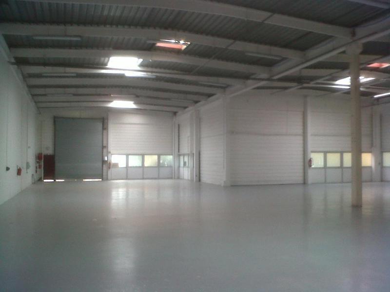 TRAPPES - BRUYERES, à louer 964m² d'entrepôt et bureaux - Photo 1