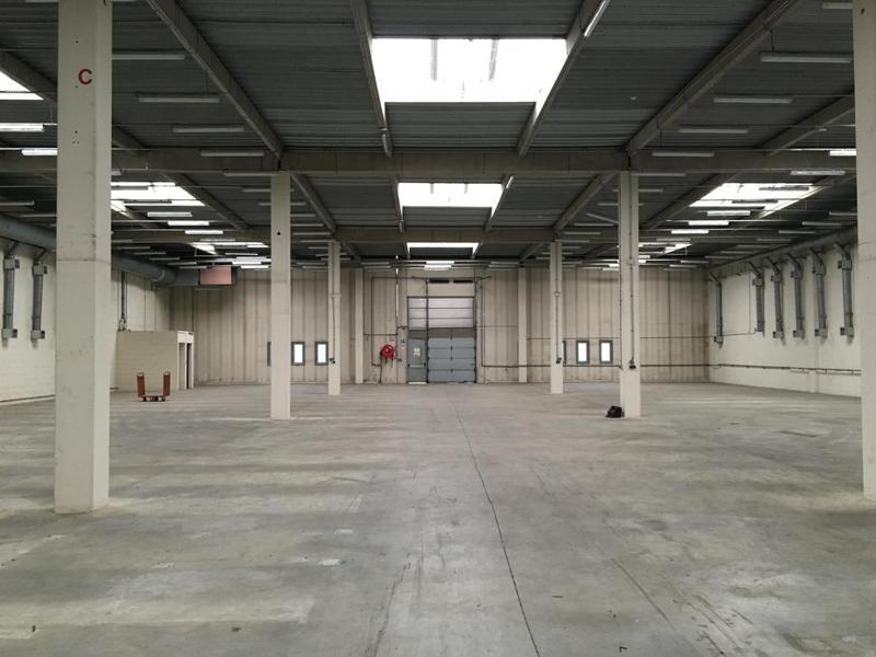 PAS DU LAC, à louer entrepôt de 560 m² proche RER C - Photo 1