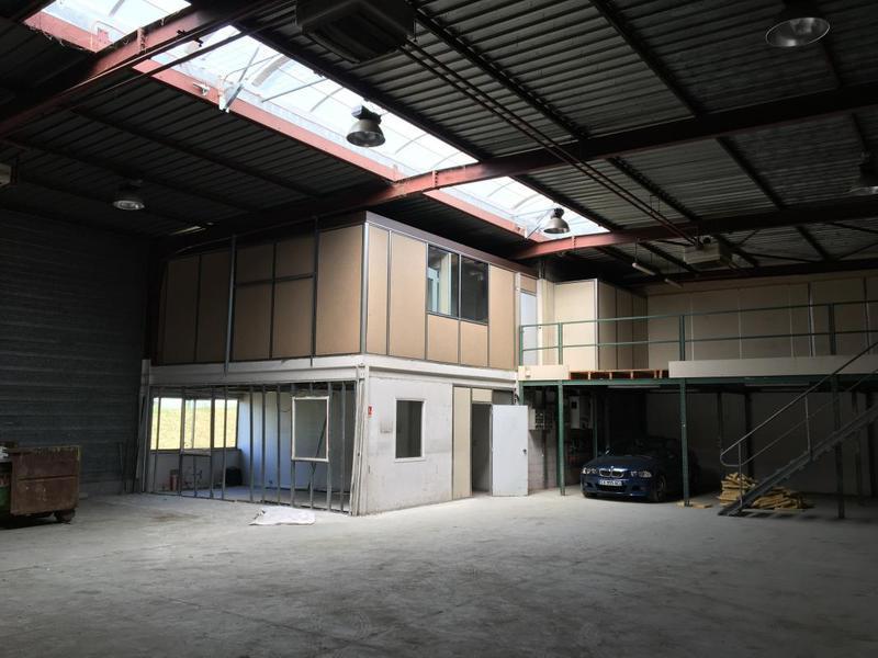 A louer batiment activité et bureaux de 550m² à Verrière le Buisson - Photo 1