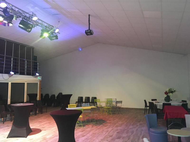 A vendre bâtiment indépendant - salle de réception à Corbeil Essonnes ( 91) - Photo 1