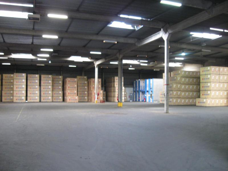 ZA TRAPPES-ELANCOURT, entrepôt à quais de 2400m² - Photo 1
