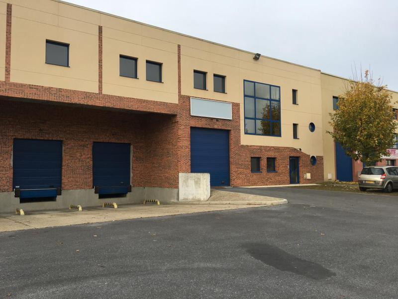 A louer 930 m² d'activités et bureaux à Moissy Cramayel (77) - Photo 1