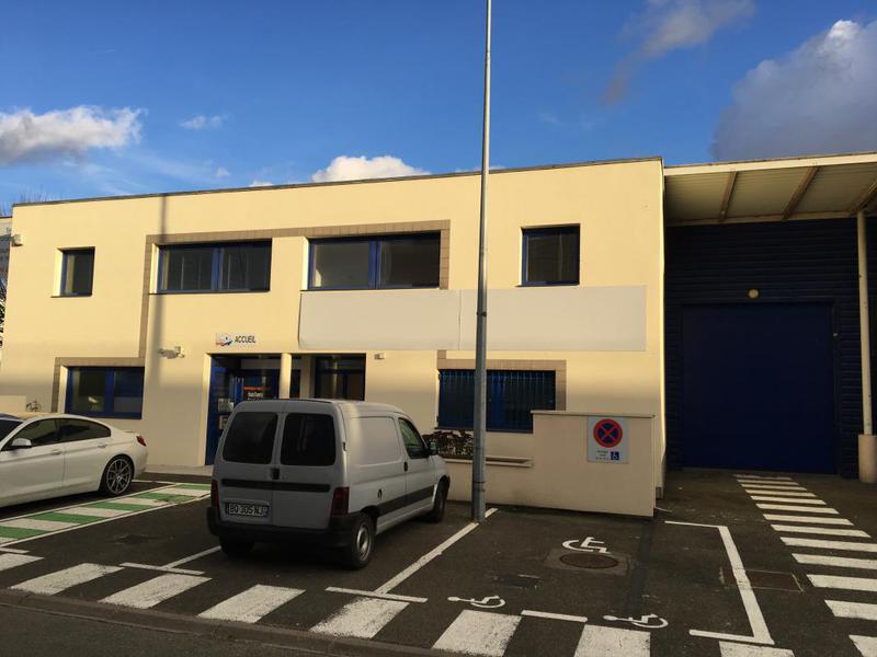 EOL- A louer local mixte activités / bureaux à Ste Genevieve des Bois - Photo 1