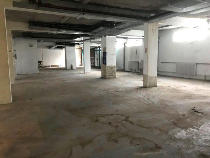 LOCAL COMMERCIAL DE 434 m2 DE PLAIN-PIED À PARIS - Photo 1