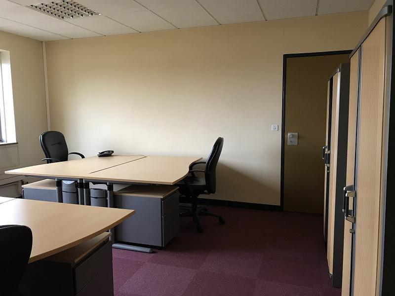 30 m² - Bureau - 3 postes de travail - Photo 1