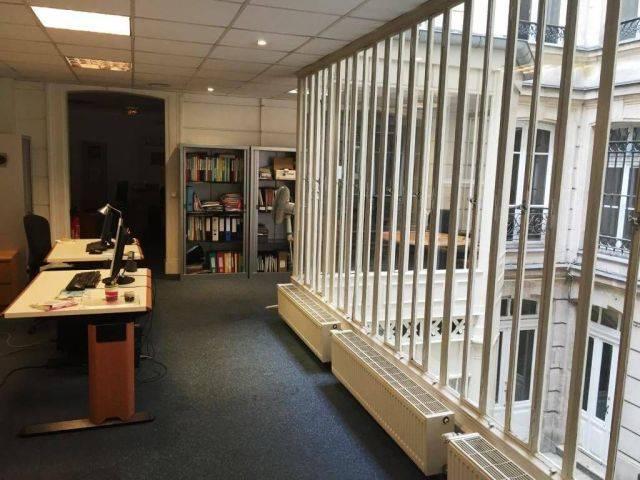 vente bureaux paris 02 75002 242m2. Black Bedroom Furniture Sets. Home Design Ideas