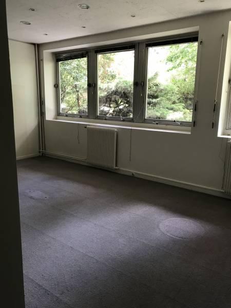 location bureaux paris 16 75116 82m2. Black Bedroom Furniture Sets. Home Design Ideas