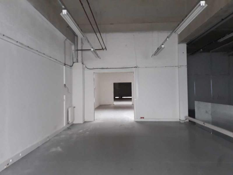 A LOUER, Immeuble situé dans un parc proposant des services - Photo 1