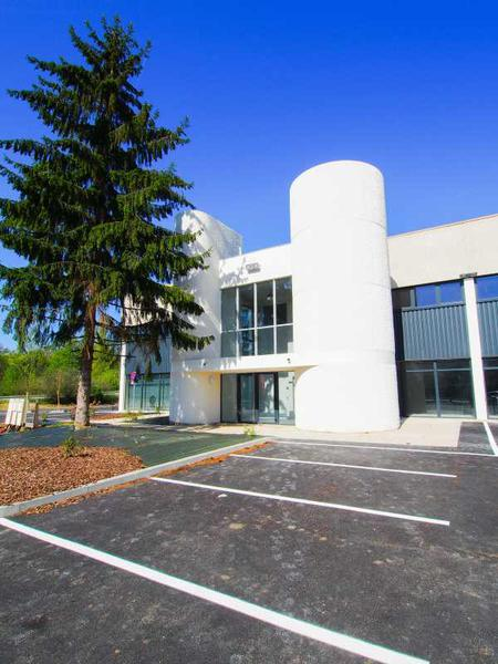 A VENDRE, Bureaux dans un bâtiment lourdement restructuré - Photo 1