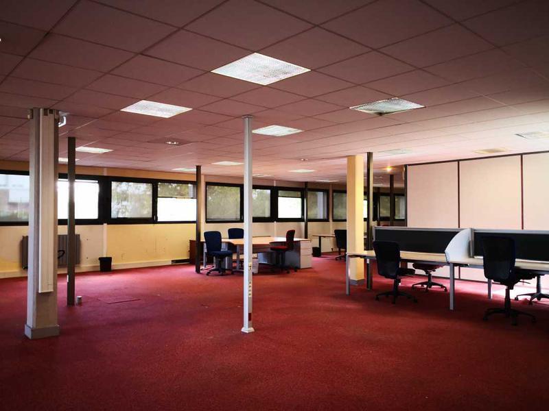 A VENDRE, Immeuble de bureaux indépendant - Photo 1