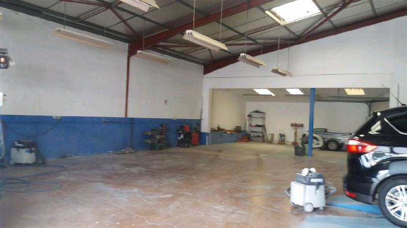 Location commerces toulouse 31100 285m2 for Location garage toulouse 31100