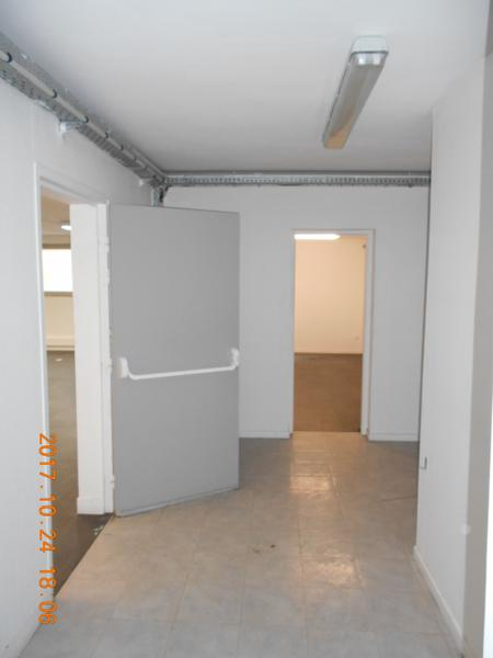 Location Local 208m² - Photo 1