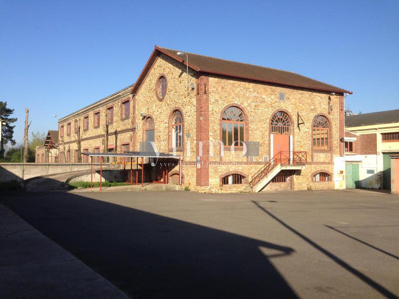 Entrepôt indépendant 1120 m2 aux Mureaux - Photo 1