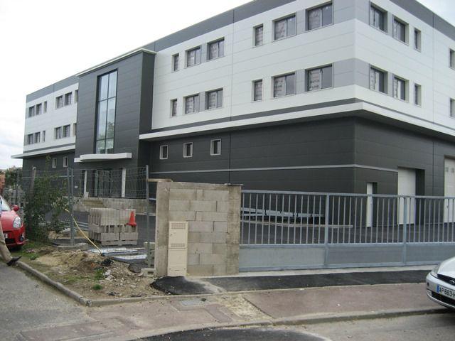A vendre/louer 6 lots de bureaux et 3 lots d'activités à Achères - Photo 1