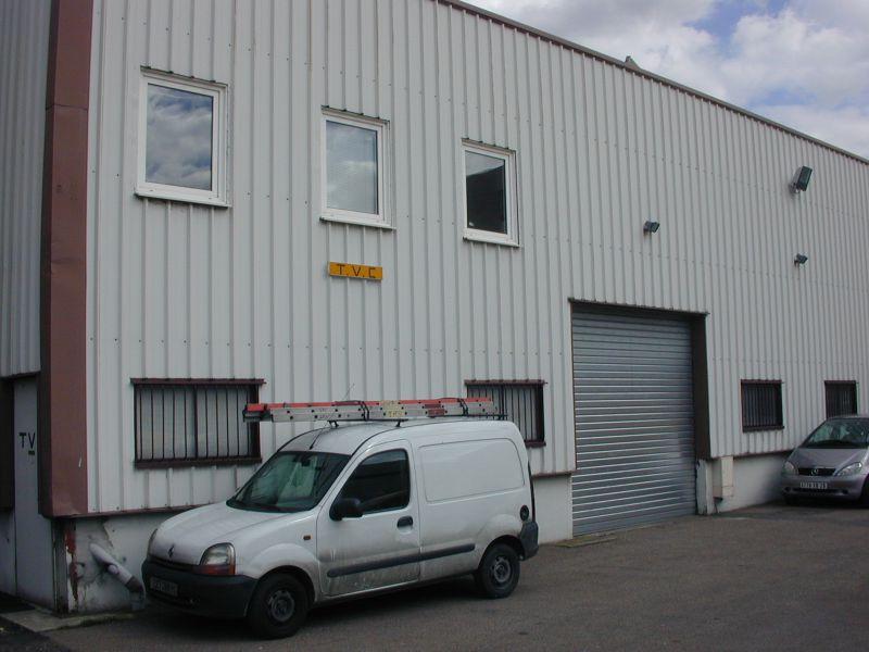 361 m² de locaux d'activités et bureaux à la location non divisibles