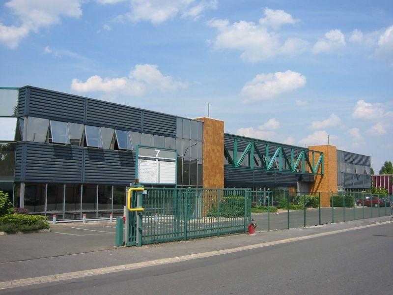 A LOUER 1 046 m² d'entrepôt et 143 m² de bureaux à Sartrouville - Photo 1