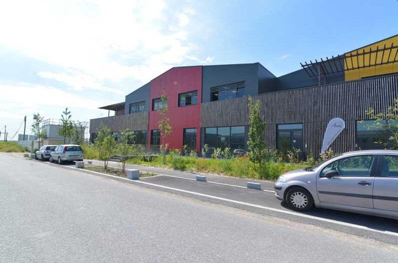 A VENDRE/LOUER 838 m² d'activités et bureaux à Cormeilles en Parisis - Photo 1