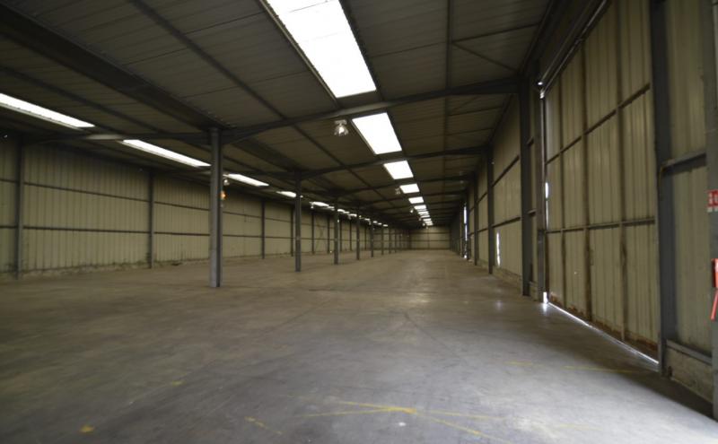 A louer 3 060 m² d'entrepôt & terrain de 2 577 m² à Argenteuil - Photo 1