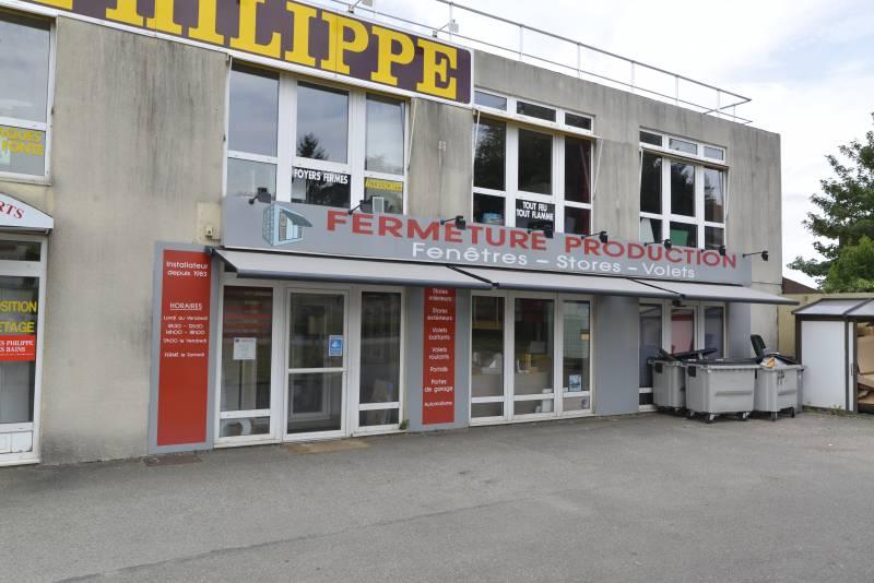 VISIBILITÉ COMMERCIALE : A louer 77 m² de Local commercial à Chambourcy - Photo 1