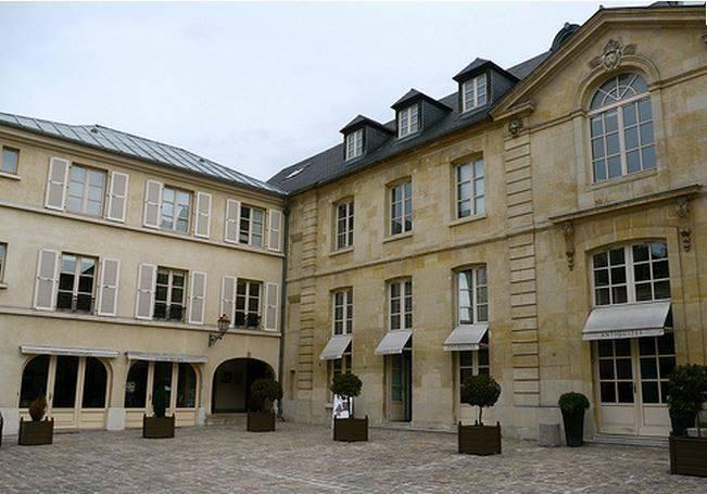 A louer de 19 à 50 m² de bureaux à Versailles proche Place du Marché - Photo 1