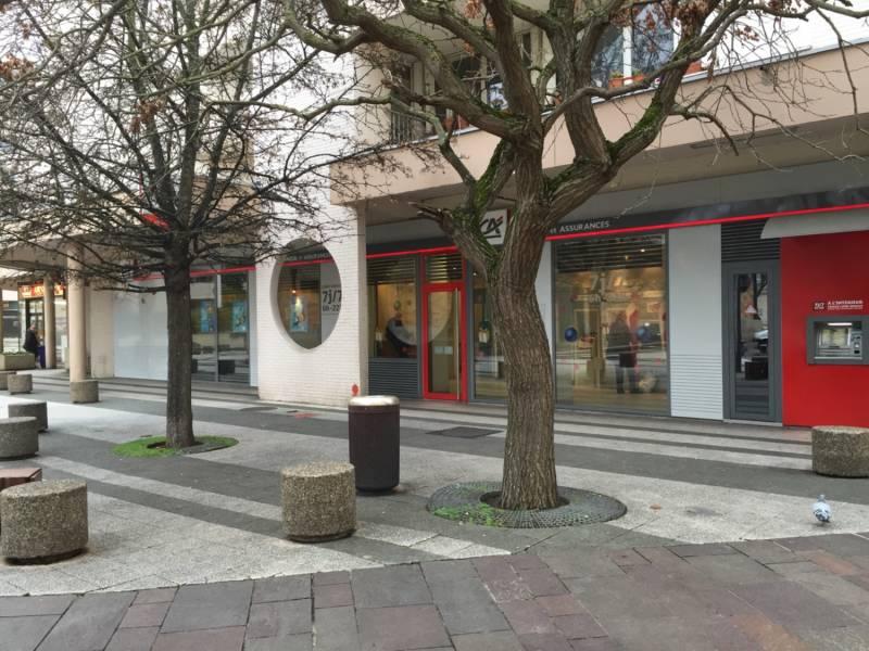 A louer 226 m² de local commercial/bureaux à Poissy en plein centre ville - Photo 1