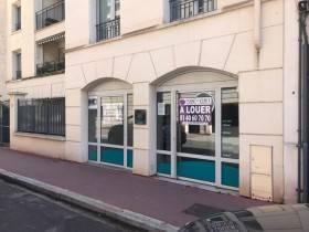 A louer 130 m² de local commercial à Maisons Laffitte - Photo 1
