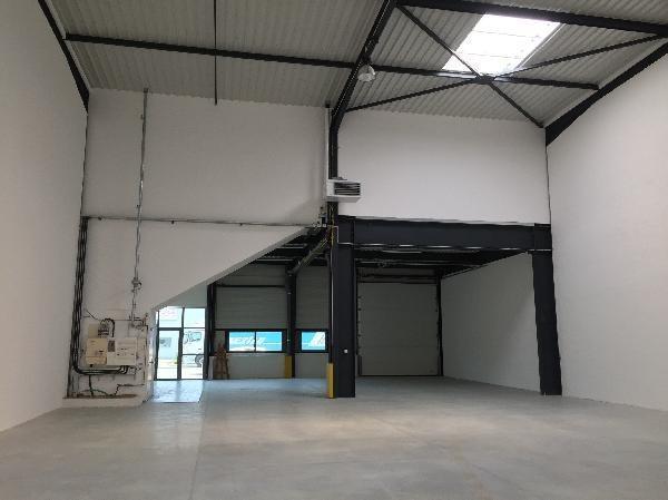 A VENDRE OU LOUER 576 m² d'activités avec bureaux à Carrières sous Poissy - Photo 1