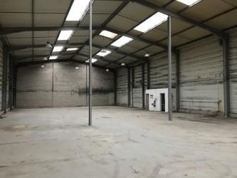 A LOUER 864 m² divisibles d'entrepôt/activités à Sartrouville - Photo 1