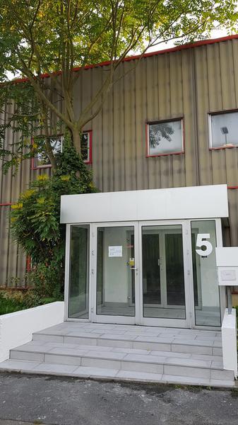 A louer 234 m² de bureaux et 250 m² d'activités à Achères - Photo 1