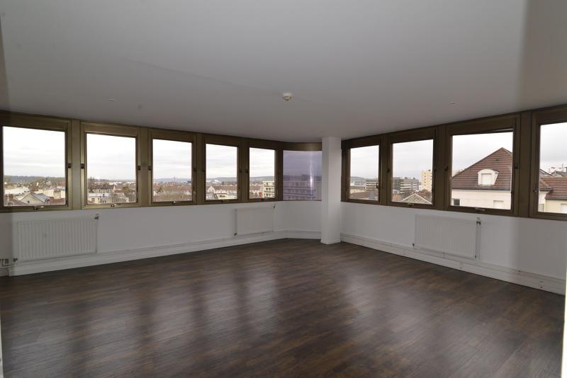 A LOUER 97 m² de bureaux rénovés (div 40 m²) à Poissy - Photo 1