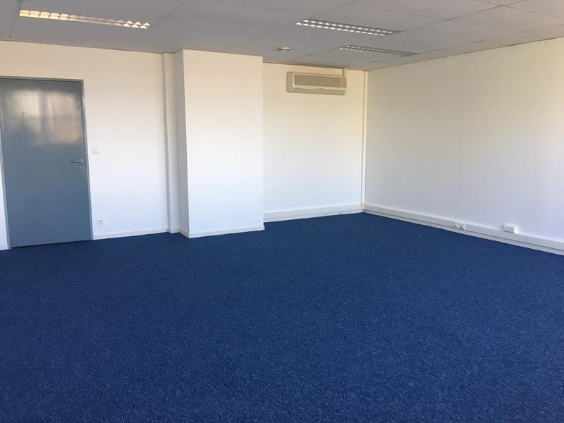 A LOUER 3 surfaces de 42, 72 et 102 m² de bureaux -TECHNOPARC POISSY - ESPACE MEDIA - Photo 1