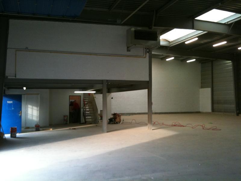 A LOUER 682 m² d'activités avec bureaux à Argenteuil - Photo 1