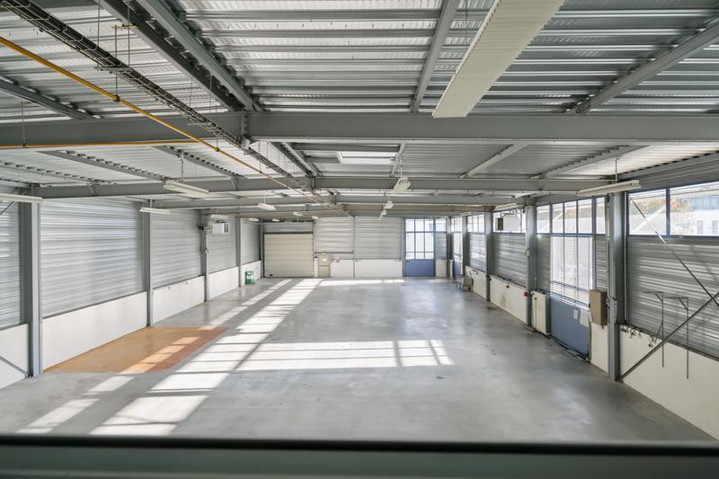 RARE SUR LE MARCHE - A LOUER 1 123 m² d'entrepôt et bureaux - Photo 1