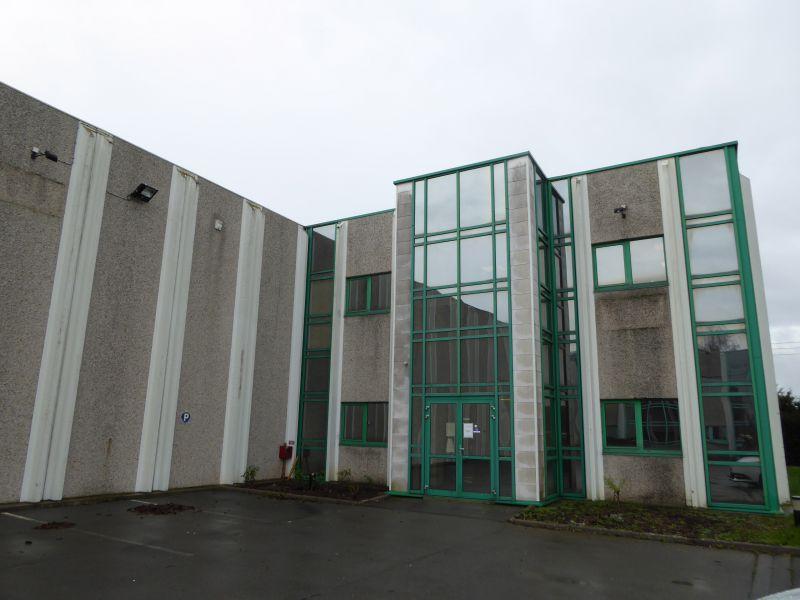 A LOUER locaux d'activités 1200 m² + 586 m² de bureaux
