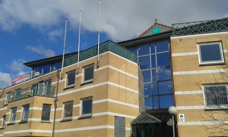 CERGY LE CENTAURE - Bureaux rénovés dans un immeuble de qualité