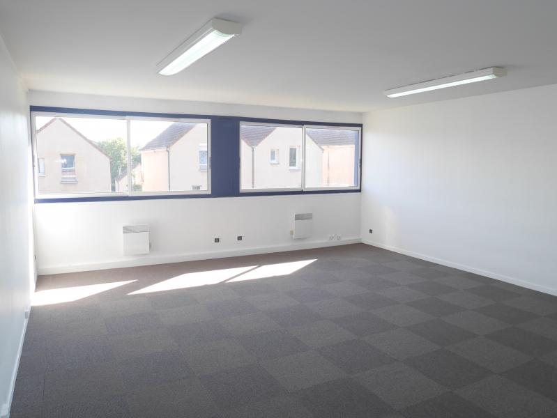 location bureaux cergy 95800 749m2. Black Bedroom Furniture Sets. Home Design Ideas
