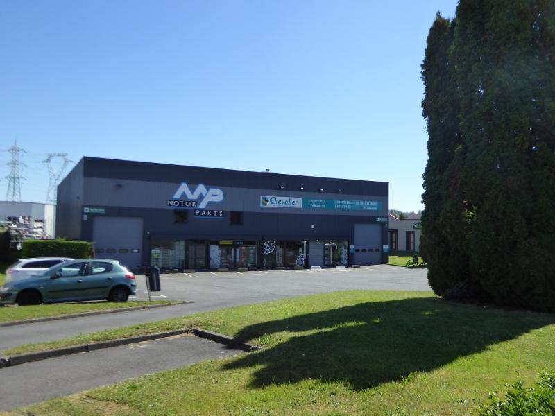A LOUER Locaux d'activités 740 m² plus bureaux 120m² Pilaterie