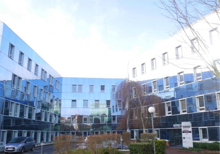 GUYANCOURT - Surfaces de bureaux rénovés dans un immeuble de standing