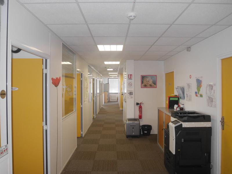 Bureaux de 300 m² et 100 m² disponibles - Photo 1