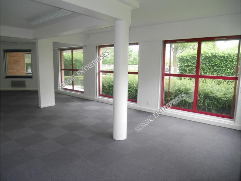 Cergy ST Christophe  - Surfaces de bureaux rénové - Photo 1