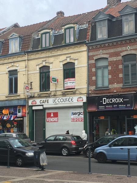 Un immeuble commercial et d'habitation à vendre - Photo 1