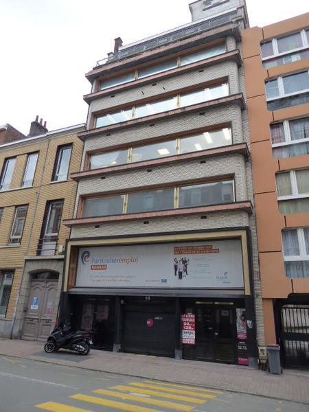 A LOUER Bureaux 110 m² + terrasse + 1 parking à LILLE - Photo 1