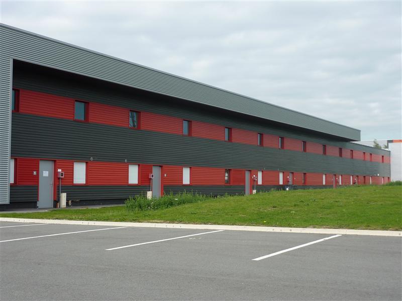 A VENDRE / A LOUER - Mixte Bureaux / Stockage d'environ 218 m² et 10 places de parking à HOUPLINES - Photo 1