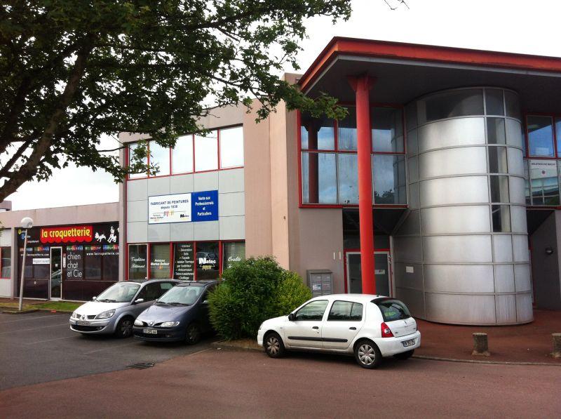 Local d'activités de 126 m² - Saint Herblain 44800/ pied de tramway