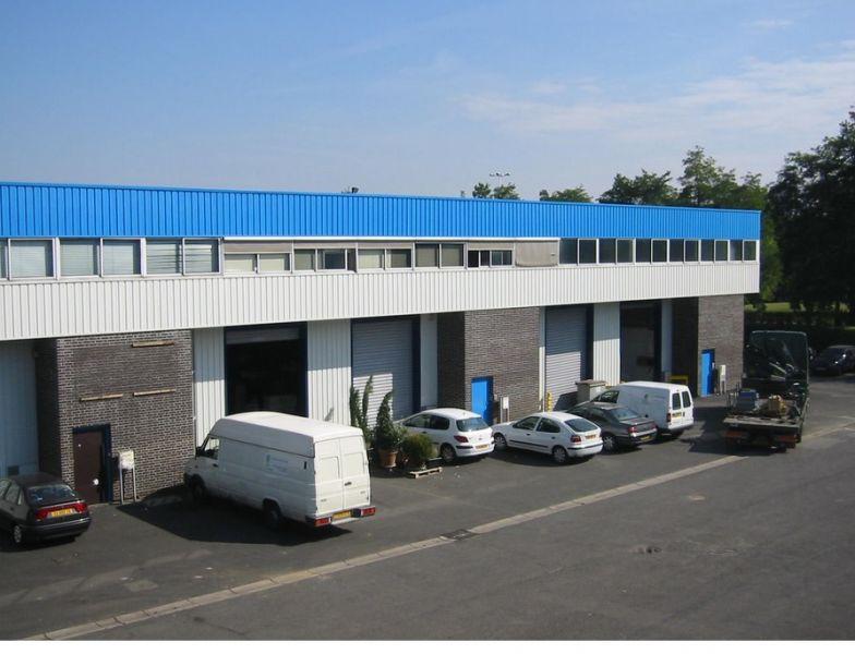 A LOUER 3 lots d'entrepôt avec  bureaux à Sartrouville - Photo 1