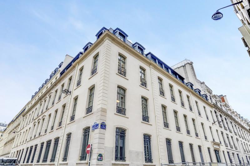 Bureaux à louer - 52 rue d'Anjou - Photo 1