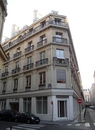 Commerce d'angle à louer - rue Notre Dame des Victoires