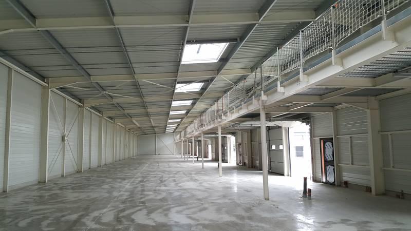 Locaux activités de 156 m² et multiples - Photo 1