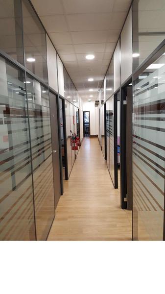 Immeuble bureaux rénové intérieur état neuf - Photo 1
