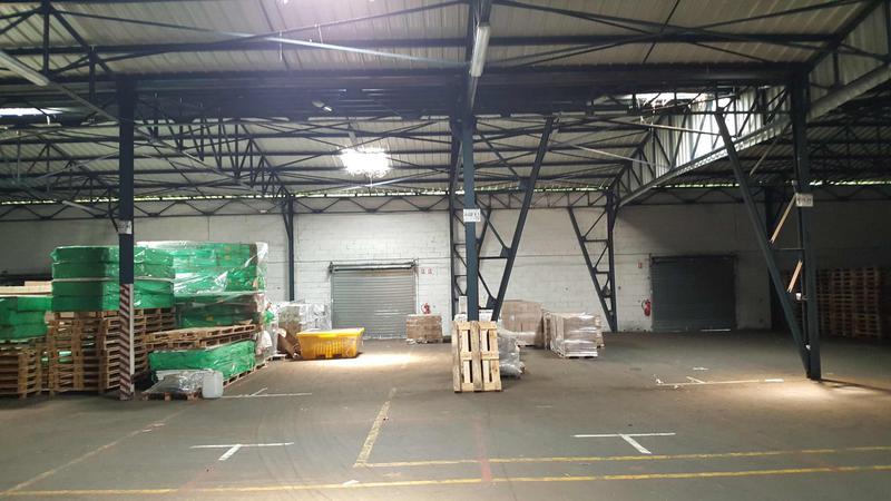 1500 m² avec quais et accès niveau - Photo 1